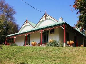 Ravenscroft and The Cottage - Tourism TAS