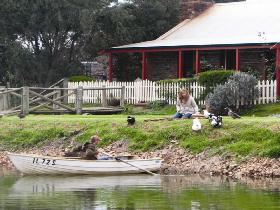 Stonewell Cottages and Vineyards - Tourism TAS