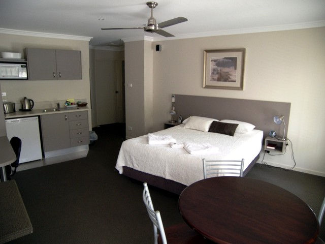 Aston Hill Motor Lodge - Tourism TAS
