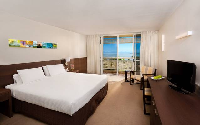 Holiday Inn Cairns Harbourside - Tourism TAS