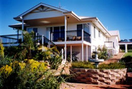 Lovering's Beach Houses - The Whitehouse Emu Bay - Tourism TAS