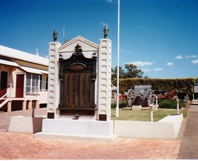 Gayndah War Memorial - Tourism TAS
