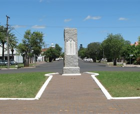 War Memorial and Heroes Avenue Roma - Tourism TAS