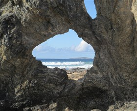 Glasshouse Rocks and Pillow Lava - Tourism TAS