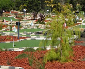 18 Hole Mini Golf - Club Husky - Tourism TAS