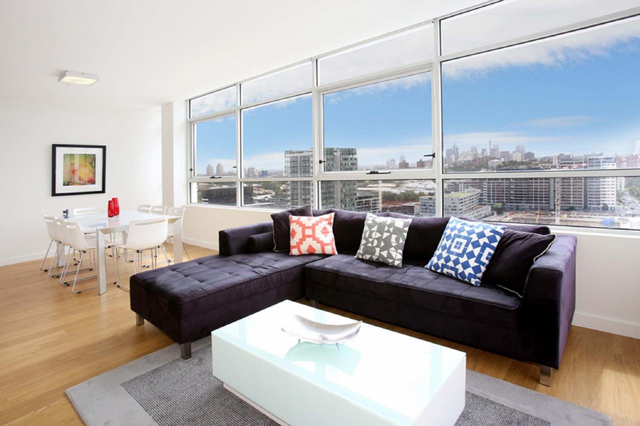 Gadigal Groove - Modern and Bright 3BR Executive Apartment in Zetland with Views - Tourism TAS