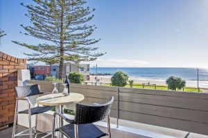 Beachfront Voyager Motor Inn - Tourism TAS