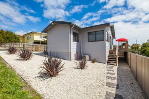 Bircoo Cottage Beach and Golf Getaway - Tourism TAS